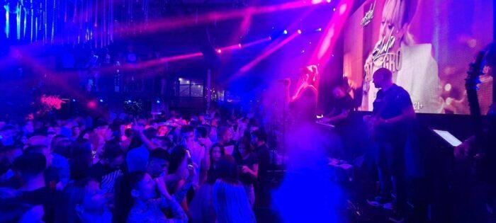 DERNEK ZA PAMĆENJE: Prija napravila spektakl, publika uglas pjevala njene hitove! (VIDEO)