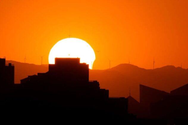 """Pomrčina Sunca """"Vatreni prsten"""" snimljena na fotografijama širom svijeta"""