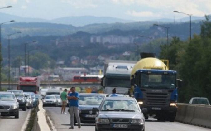 Lančani udes kod prijedorske petlje: Sudarili se dva kamiona i više automobila