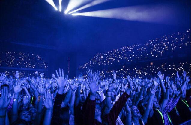 Prvi put u Evropi od početka pandemije održan koncert na punom stadionu